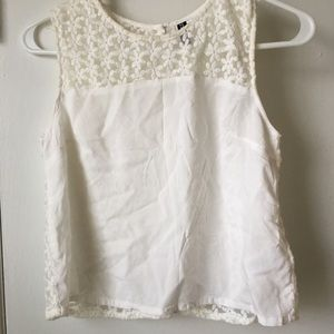Top with daisy lace print